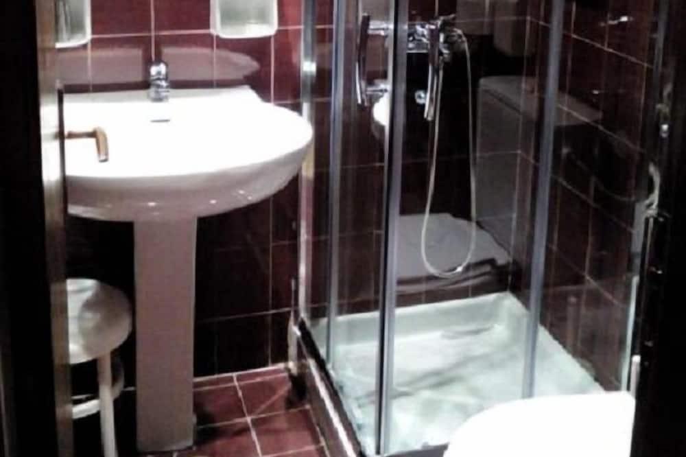 Kahden hengen huone, 3 yhden hengen sänkyä, Merinäköala - Kylpyhuone