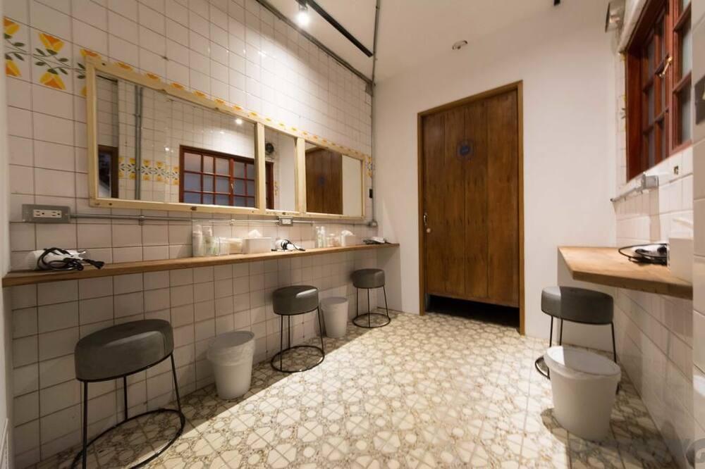 ห้องพักรวม, หอพักรวม, ห้องน้ำรวม - ห้องน้ำ