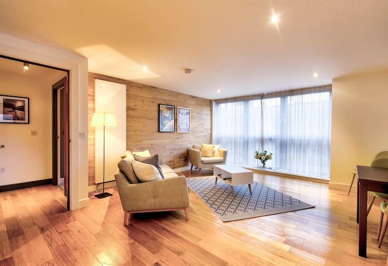 Stylish City Centre Apartment for Two, Edinburgh, Woonkamer