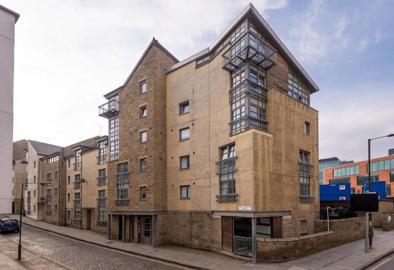Central 2-bedroom apt w/ Parking Close to Royal Mile, Edinburgh