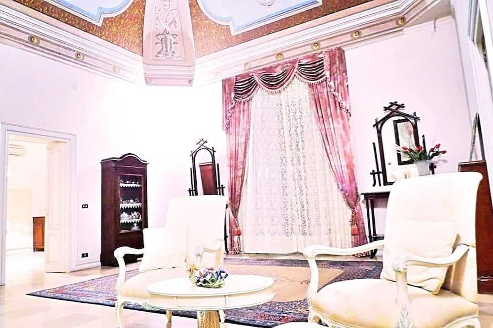 Grand-Apartment, Mehrere Betten (Main Floor) - Wohnbereich