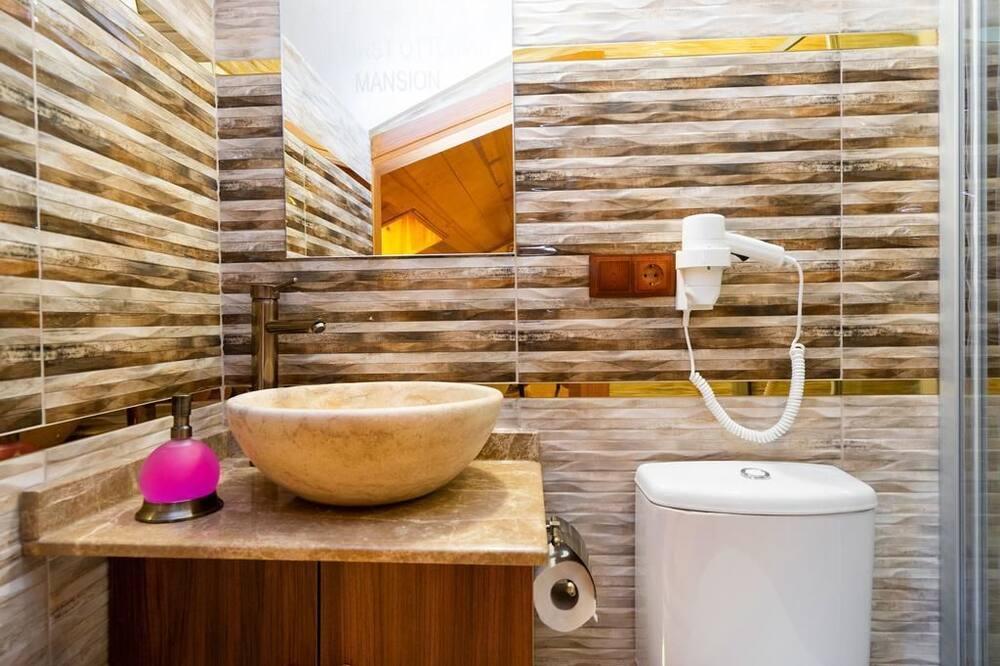 Izba, 2 spálne - Kúpeľňa