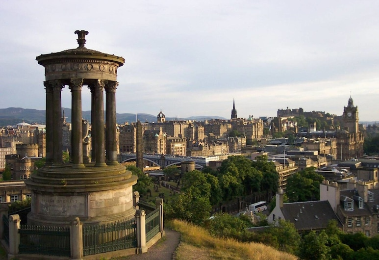 Centre of the City With Free Parking!, Edinburgh