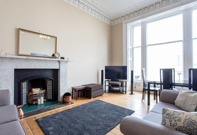 Old Town Stylish Apartment - 5 Mins Walk to Castle, Edinburgh