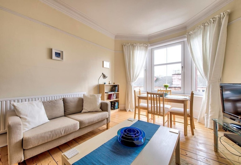 Naturally Well-lit and Intimate 2-bedroom West End Apt, Glasgow