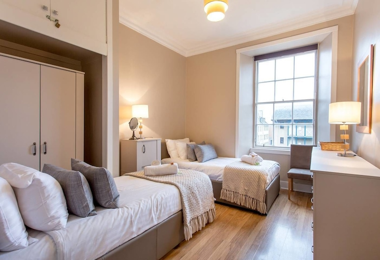 St Mary's Street 3 Bed Apartment In the Old Town, Edinburgh