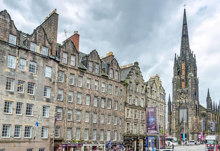 St Mary's Street 3 Bed Apartment In the Old Town, Edinburgh, Buitenkant