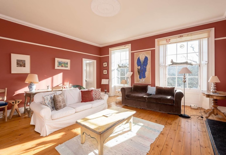 Lovely 2-bedroom Apartment With Garden Close to Old Town, Edinburgh, Apartment (2 Bedrooms), Living Room