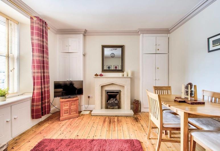 Stylish Royal Mile Apt: Heart of Historic Old Town, Edinburgh, Apart Daire (1 Bedroom), Oturma Odası