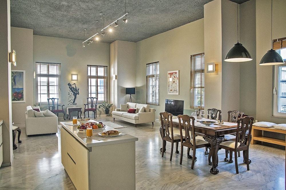 Four Streets Loft - Living Room