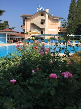 Enter your dates for special Lazise last minute prices