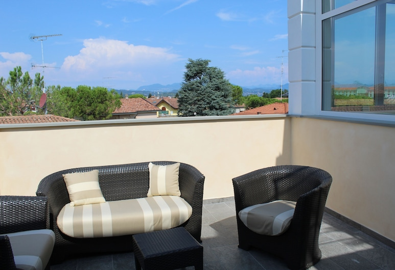 Villa Martina, Desenzano del Garda, Deluxe Double Room, Jetted Tub, Terrace/Patio