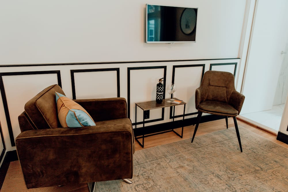 Suite, Balcony - Living Area
