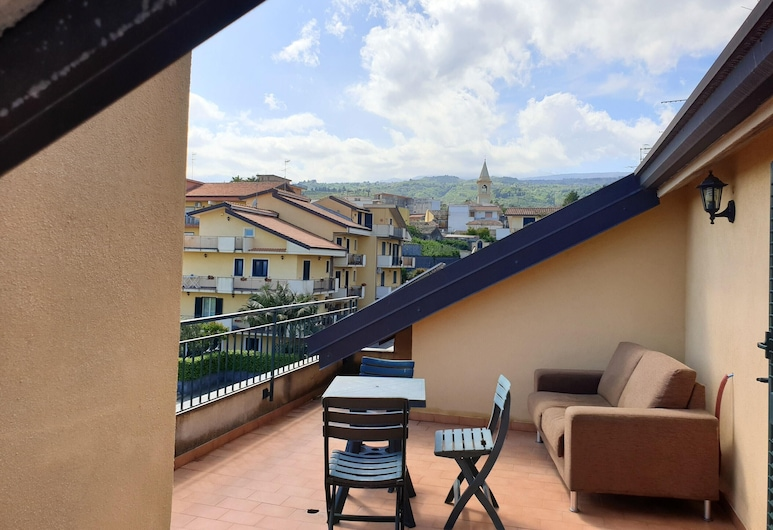 Apartment With one Bedroom in Sant'antonino, With Furnished Terrace and Wifi - 2 km From the Beach, Mascali, Terrace/Patio