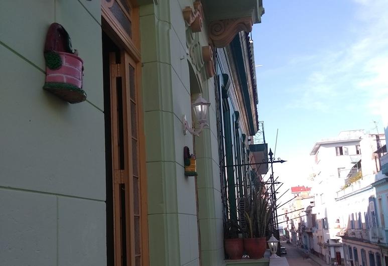 Casa Mercy y Laura, Havana
