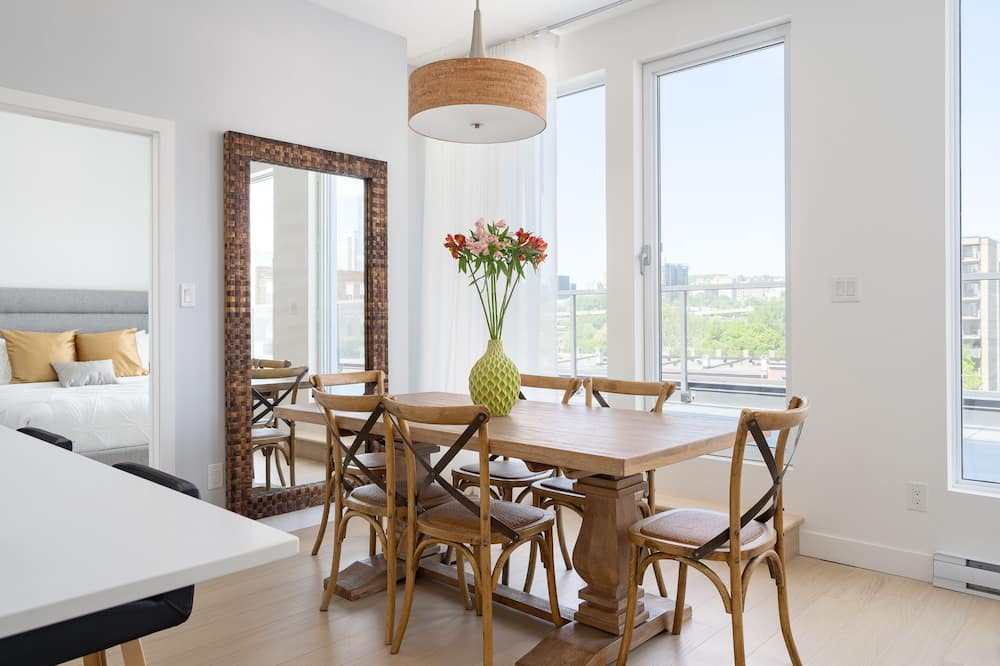 Elite Penthouse, 2 Queen Beds, City View - In-Room Dining