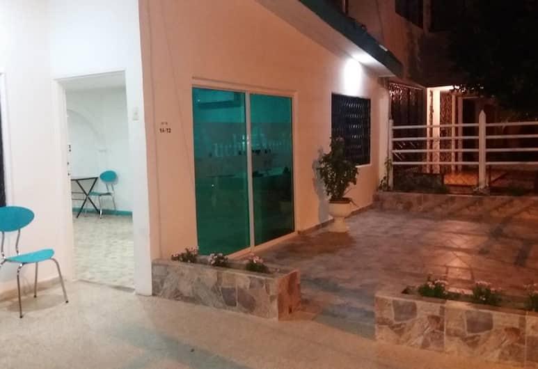Hotel Atuchi, Cartagena, Hadapan Hotel - Petang/Malam