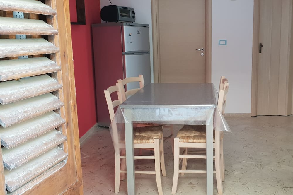 Apartment, 1 Bedroom, Partial Sea View, Ground Floor (Guidaloca) - In-Room Dining