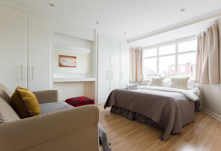 Lovely 3 bed house close to central, London, Hus, Værelse