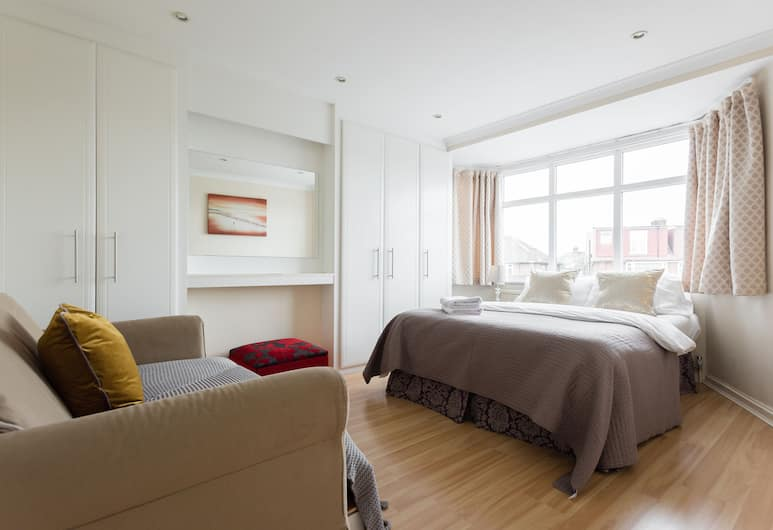 Lovely 3 bed house close to central, London, Ferienhaus, Zimmer