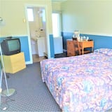 Basic Double Room, 1 Double Bed - Living Room