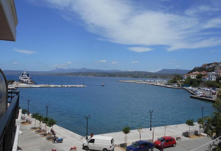 جالاكسي هوتل, بيلوس نيستوراس, الشاطئ