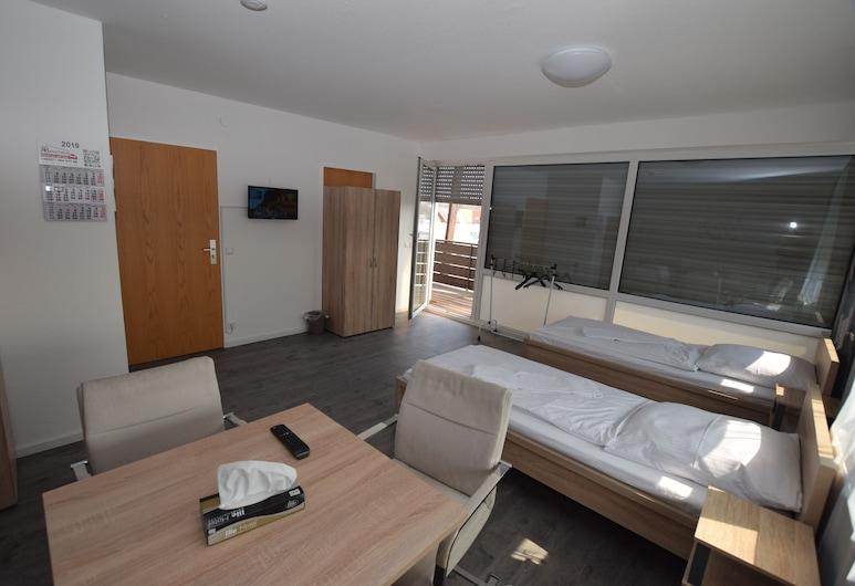 Messezimmer AB Apartments, Wolfschlugen, Room 93-05, Tuba