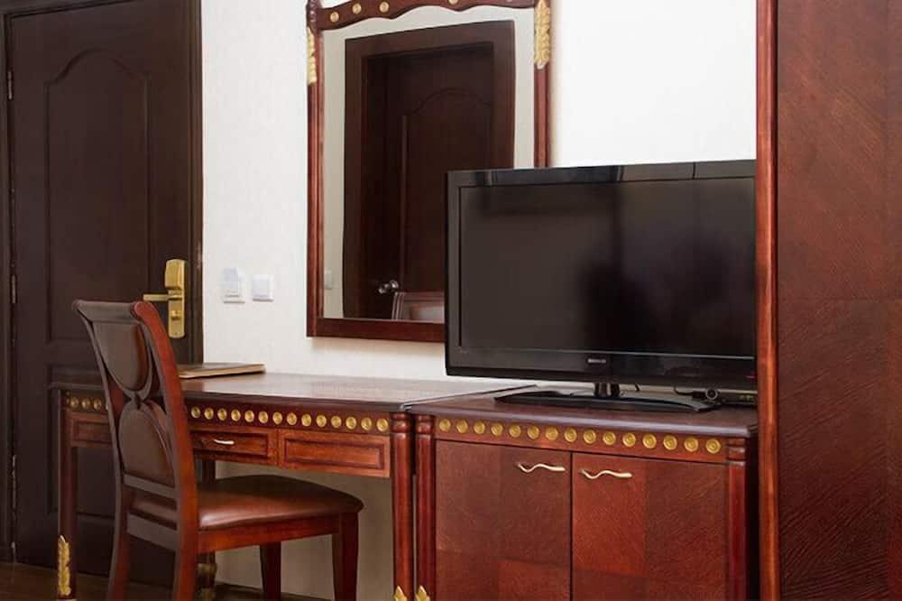 Basic Single Room, City View - Living Area