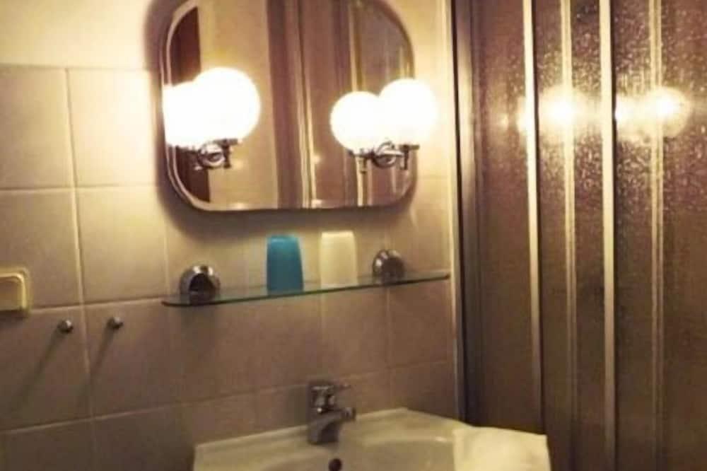 Dobbeltværelse - 1 queensize-seng - fælles badeværelse - Badeværelse