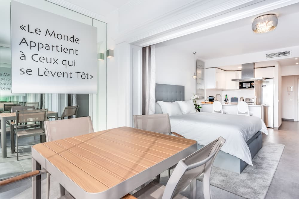 Apartment, 1 Bedroom, Balcony - In-Room Dining