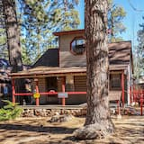 Cabin, 3 Bedrooms - Front of property