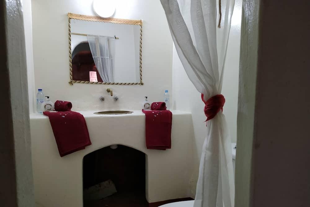 Room (Hamou) - Bathroom