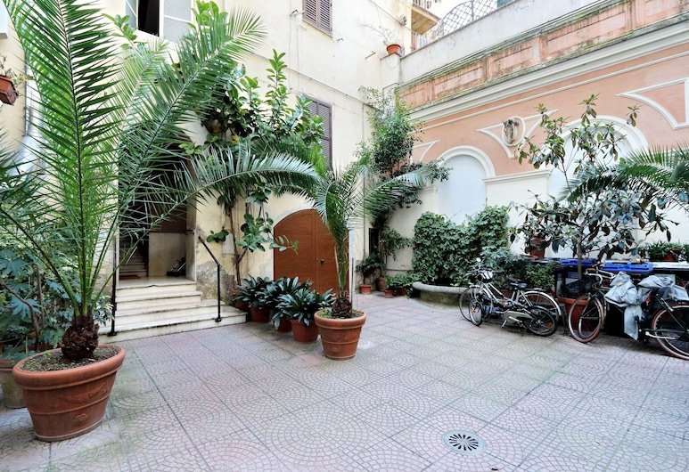 Cozy Cavour - My Extra Home, Rome, Courtyard