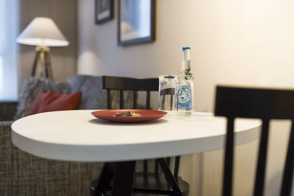 Relax Living Single - Bespisning på rommet