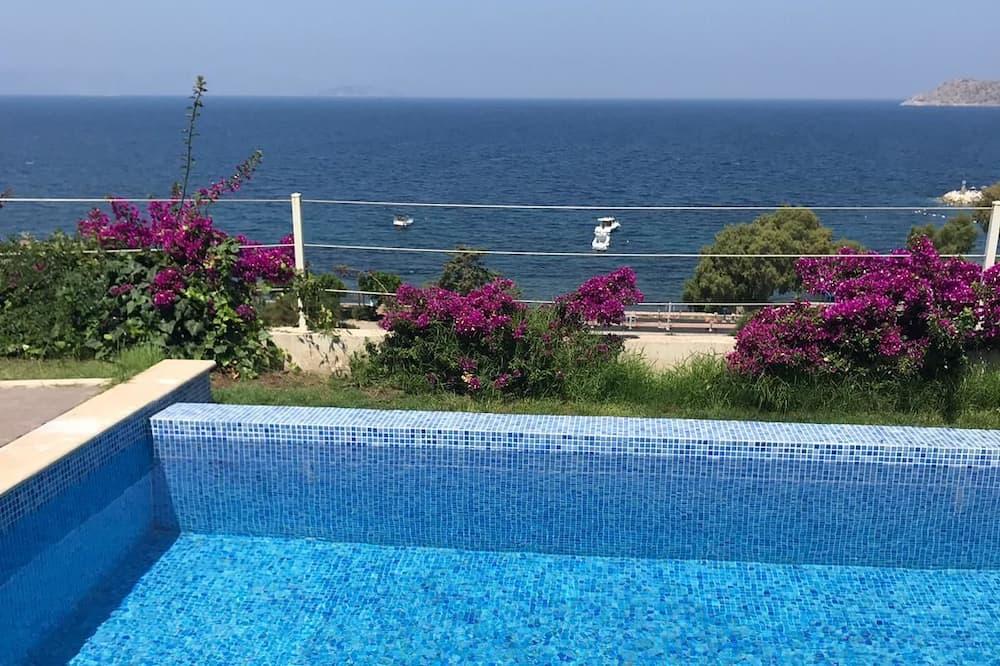 Villa Basic, idromassaggio, vista mare - Piscina privata