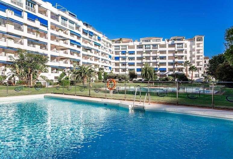 by RIVA - Exclusive, Contemporary Studio in Puerto Banus Gardens, Marbella, Udendørs pool
