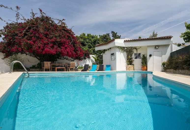 Villa Aroeira with Pool by Homing, Seixal