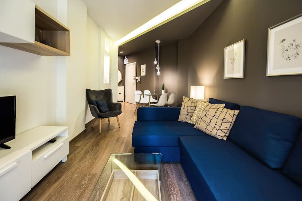City Apartment, 2 Bedrooms - Living Room
