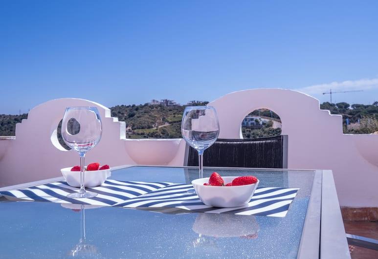 Suitur Duplex Sea View, BBQ & Pool, Marbella, Duplex, 2 soverom, terrasse, Terrasse/veranda