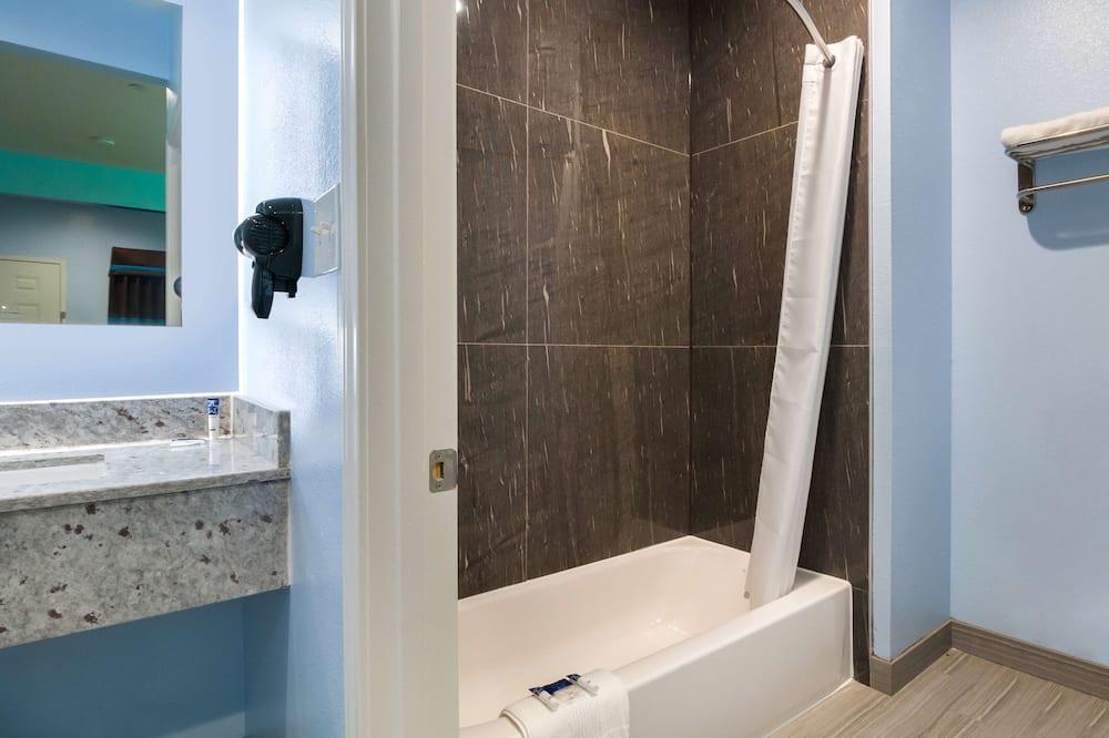 Izba, 1 extra veľké dvojlôžko, bezbariérová izba, nefajčiarska izba - Kúpeľňa