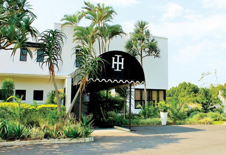 Island Hotel, Bluff