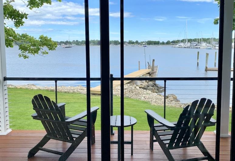 Harbor View Landing, Mystic, Superior Cottage, 1 King Bed with Sofa bed, Non Smoking (Martha's Vineyard), Balcony