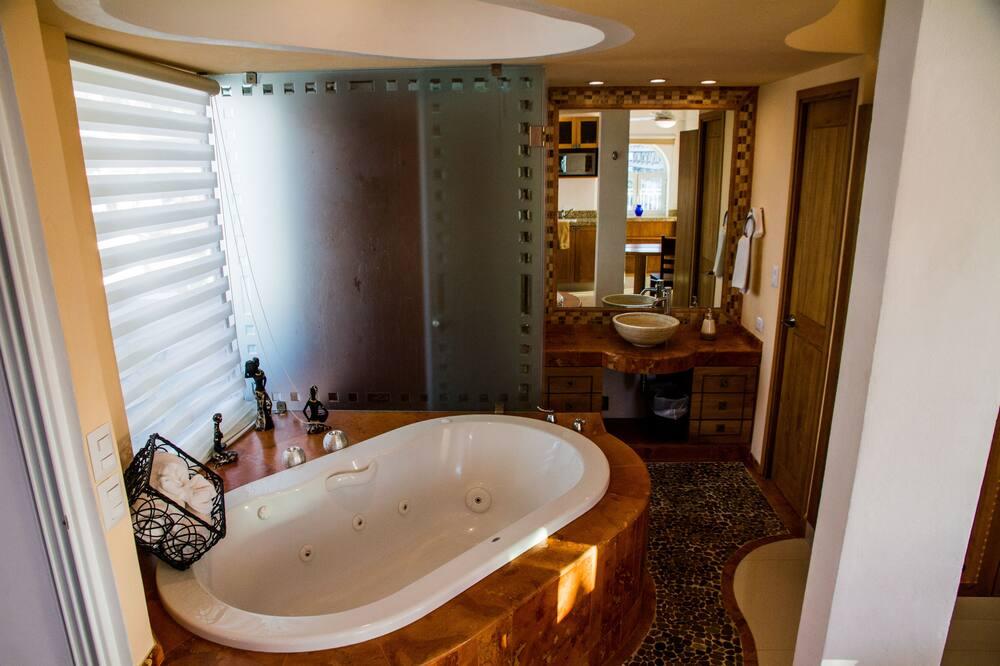 Ateliérový apartmán typu Deluxe, čiastočný výhľad na oceán - Kúpeľňa