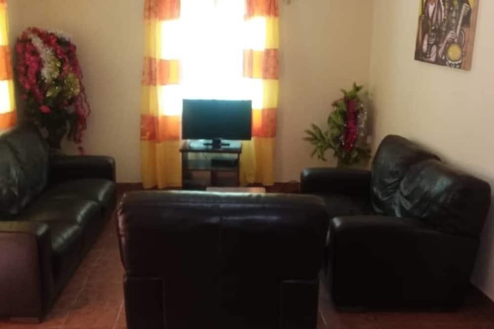 apartman, 2 kétszemélyes ágy, kilátással a kertre (3) - Nappali