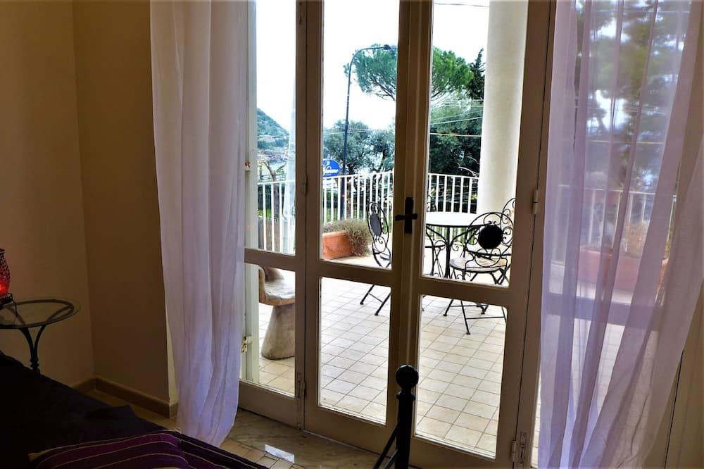 高级双人房, 1 张大床, 海景 - 阳台