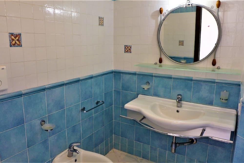 高级双人房, 1 张大床, 海景 - 浴室