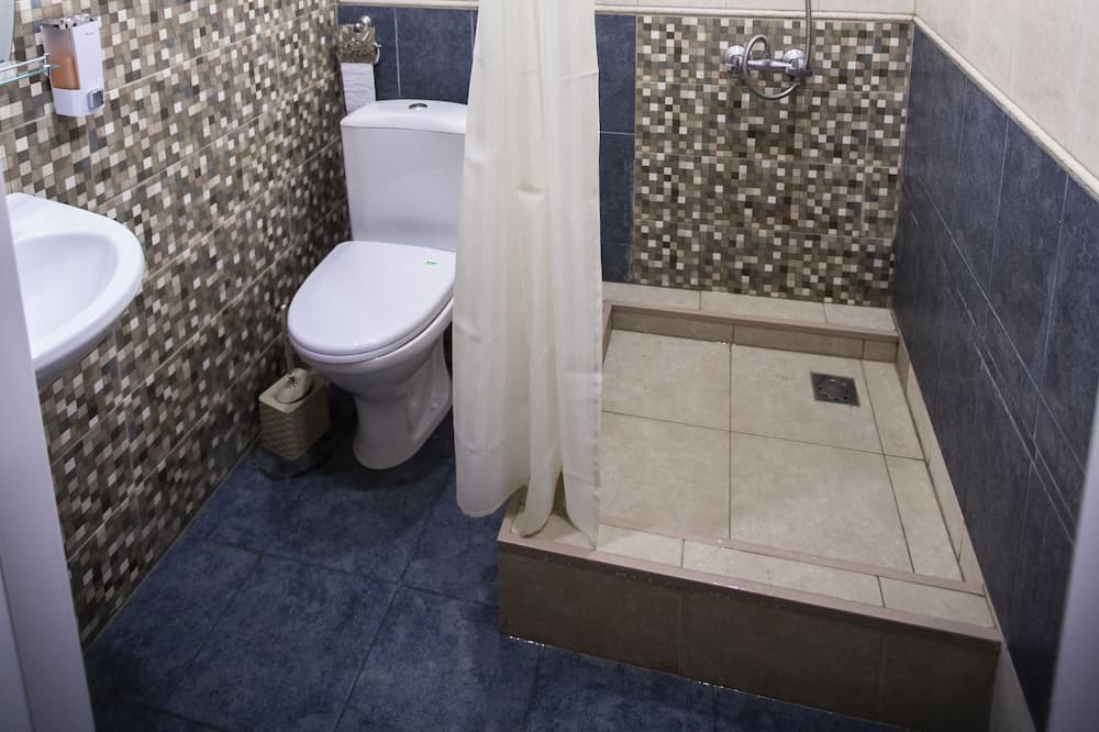 Shared Dormitory (4 beds) - Bathroom