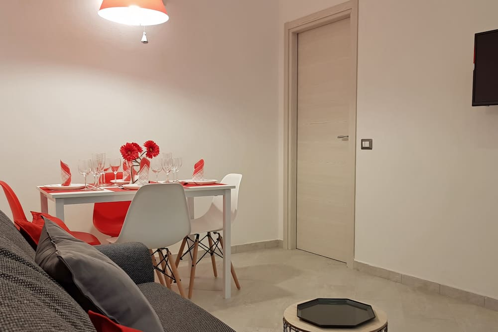 Apartment, 2 Bedrooms, Terrace, Courtyard View - Living Area