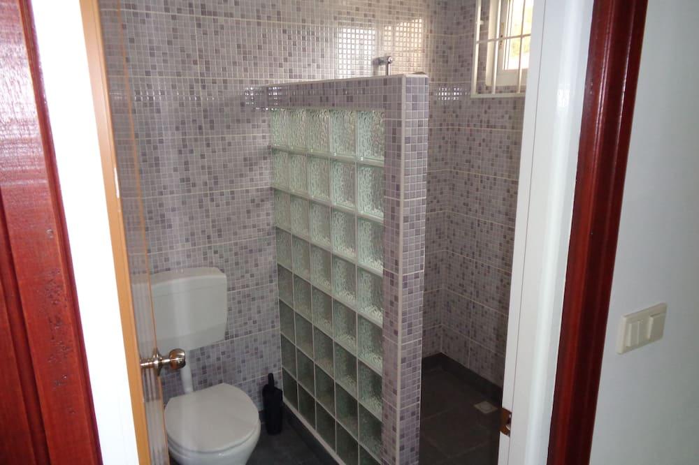 Grand Studio, Multiple Beds, Garden View - Bathroom