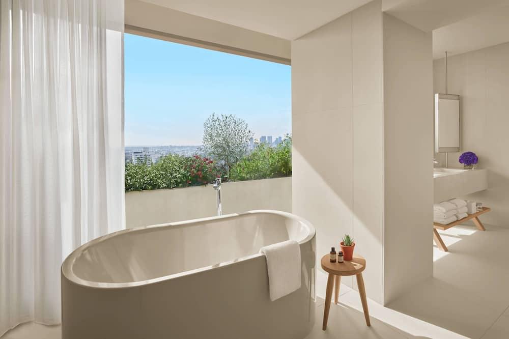 ห้องสวีท, เตียงคิงไซส์ 1 เตียง, ปลอดบุหรี่, ระเบียง - ห้องน้ำ